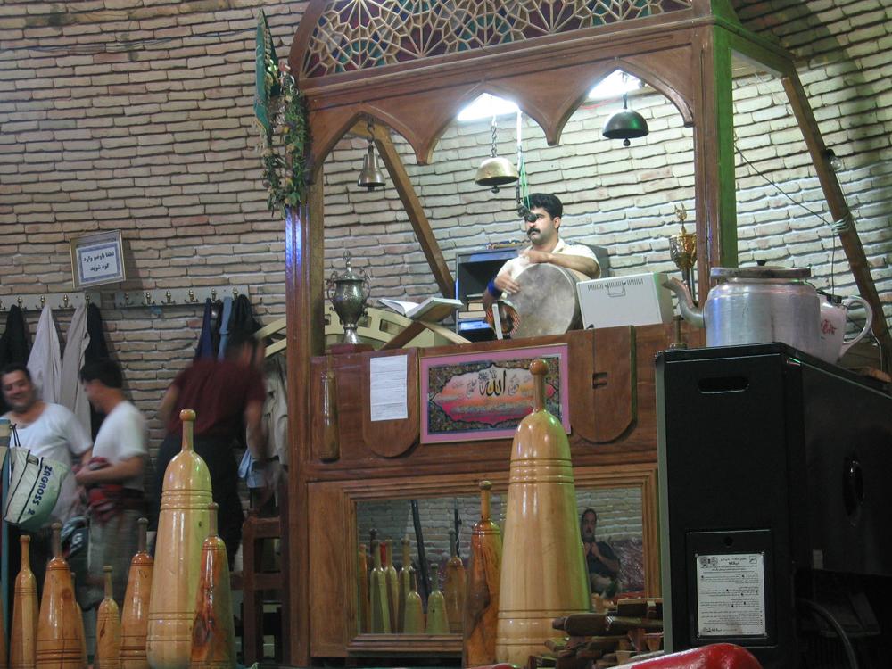 Preparación-de-la-ceremonia-del-Zurkhane-II