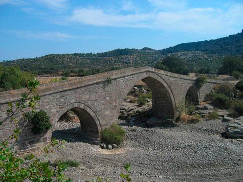 Puente-Otomano-en-Behramkale-(Assos)