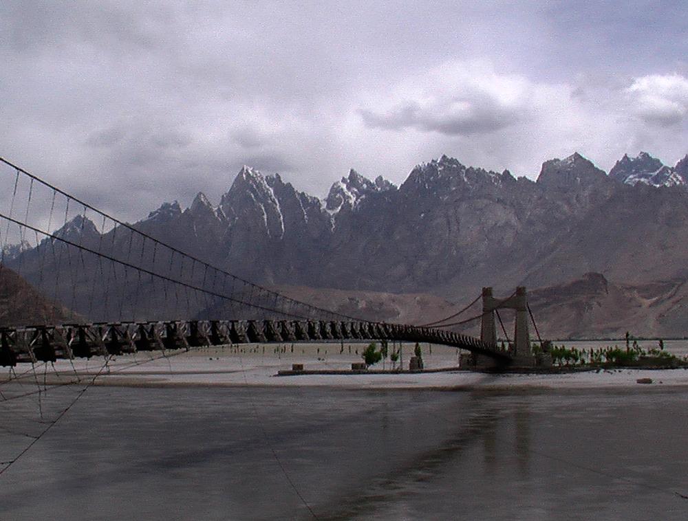Puente-sobre-el-Indo