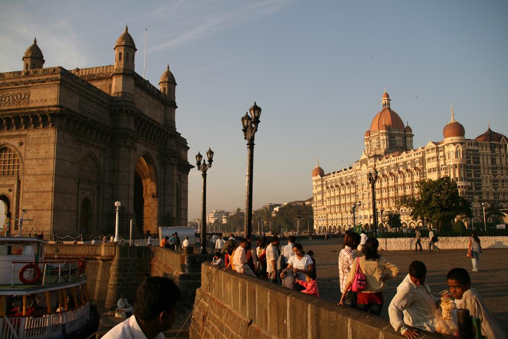 Puerta-de-India-y-Hotel-Taj-Mahal