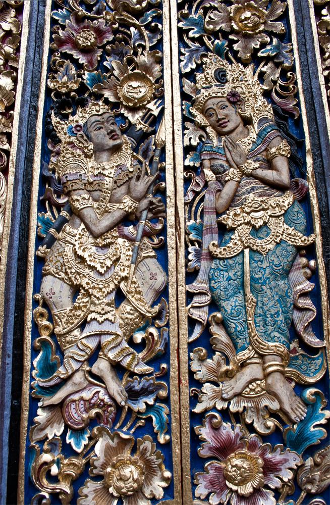 Puerta-de-un-templo