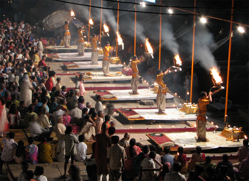 Puja-nocturna-en-Dasaswamedh-Ghat