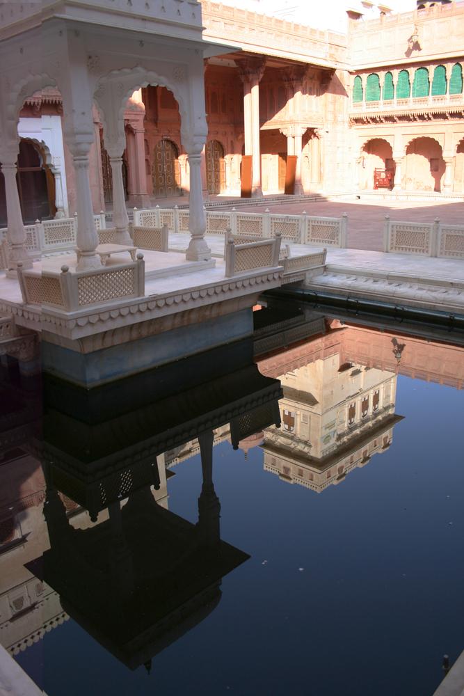 Reflejos-en-el-Palacio-de-Junagarh