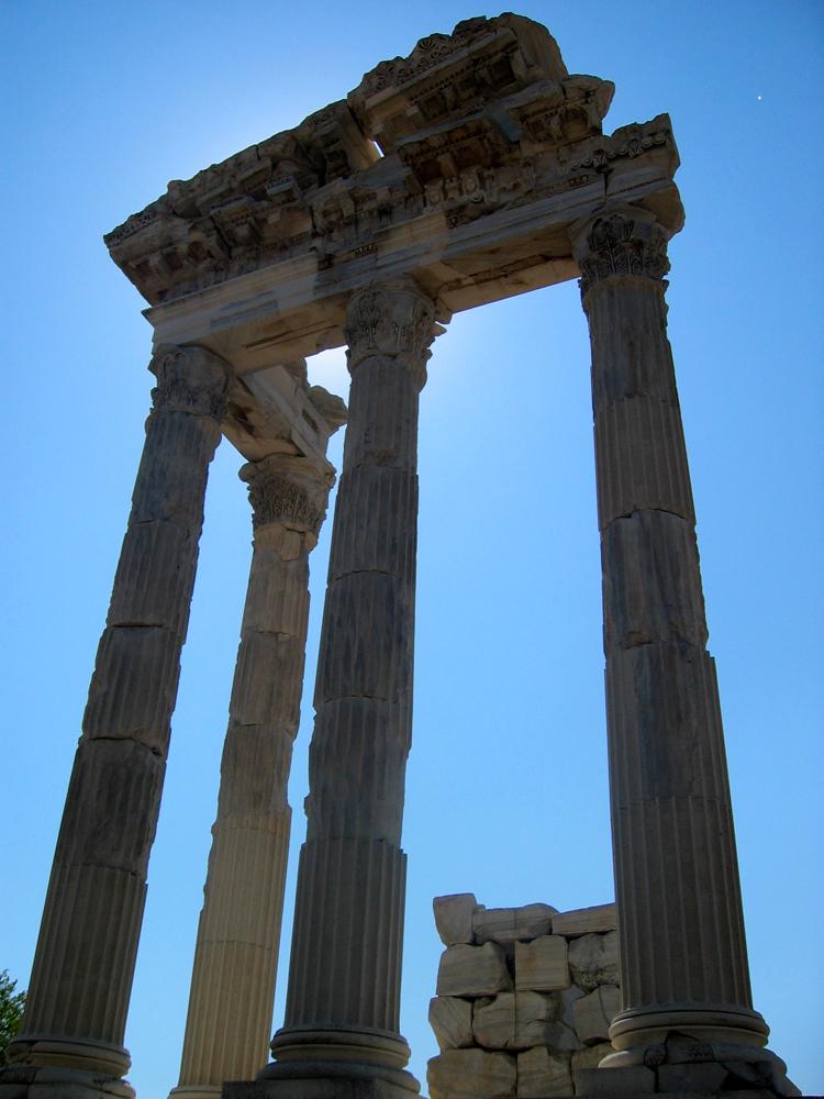Restos-del-templo-de-Trajano