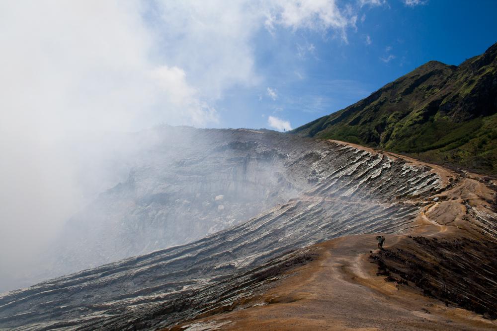 Senda-junto-al-crater
