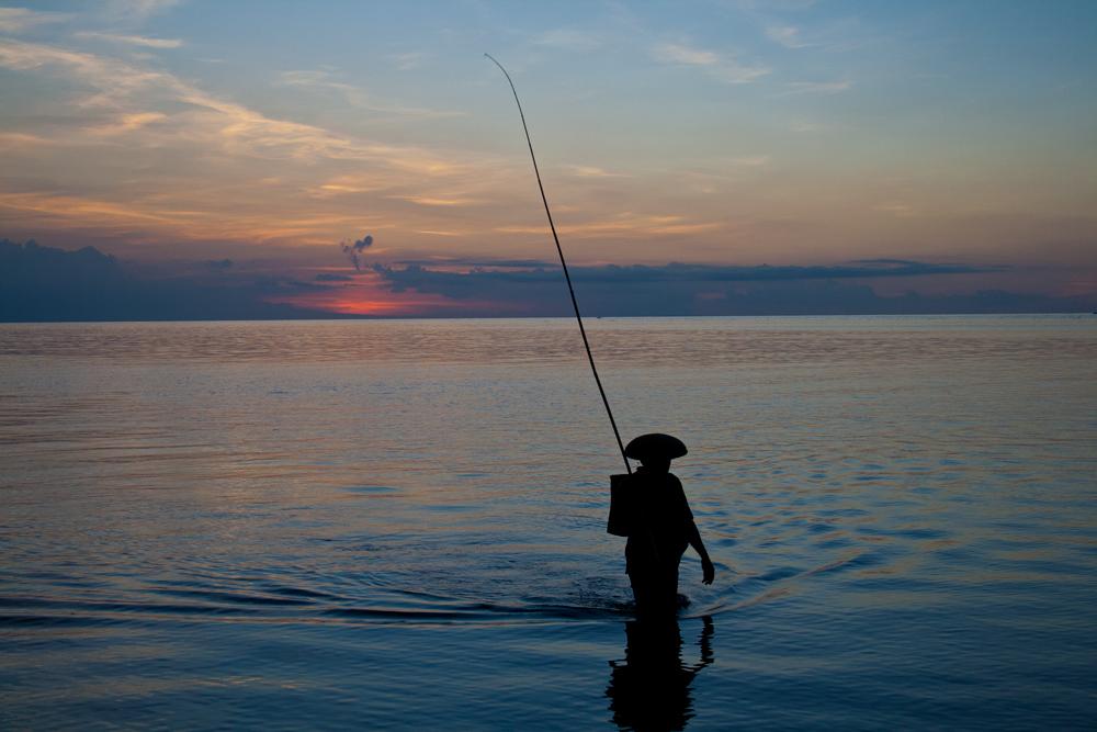 Silueta-de-un-pescador