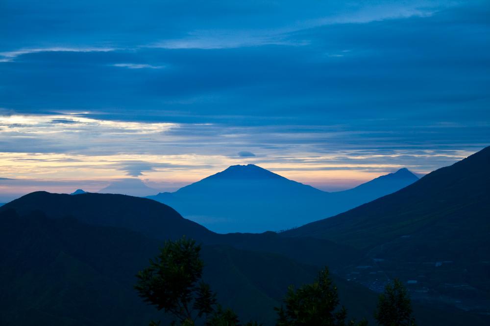 Siluetas-de-volcanes