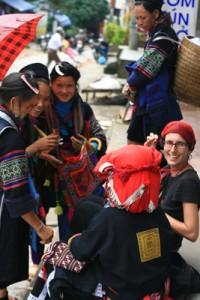 Silvia-y-mujeres-Hmong