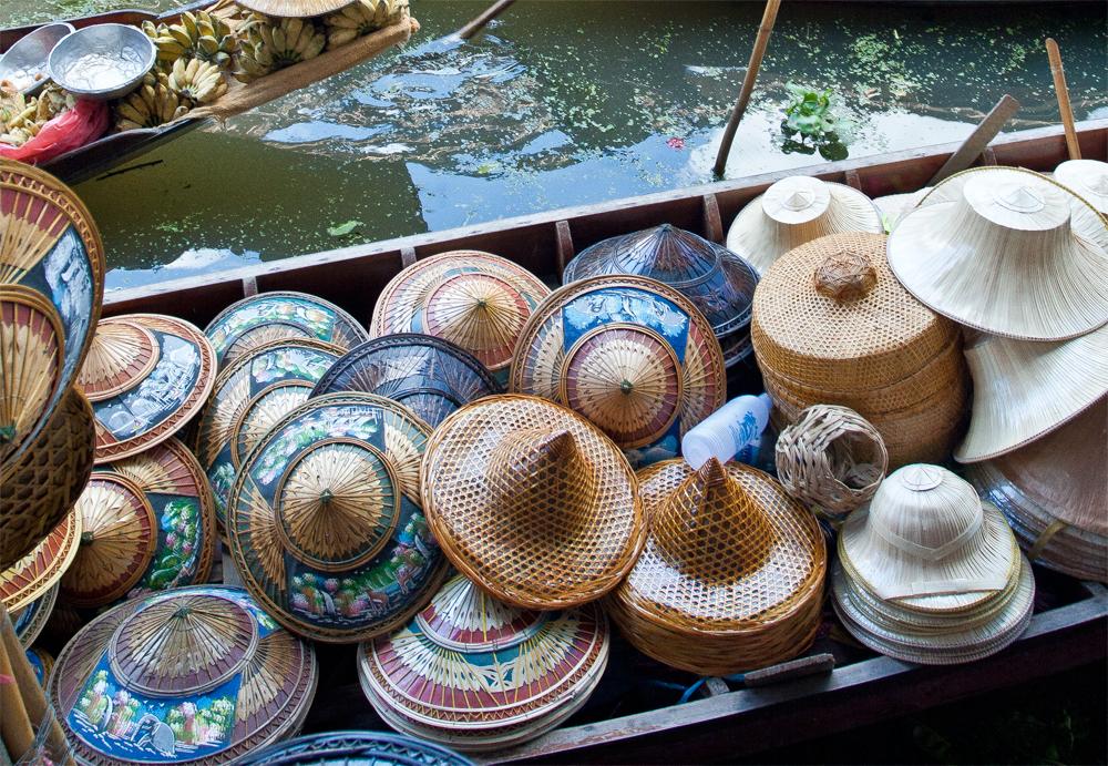 Sombreros-en-el-mercado-flotante