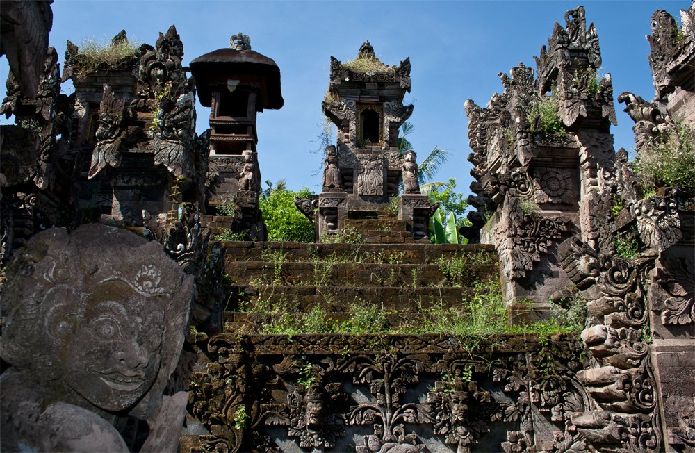 Templo-Pura-Meduwe-Karang