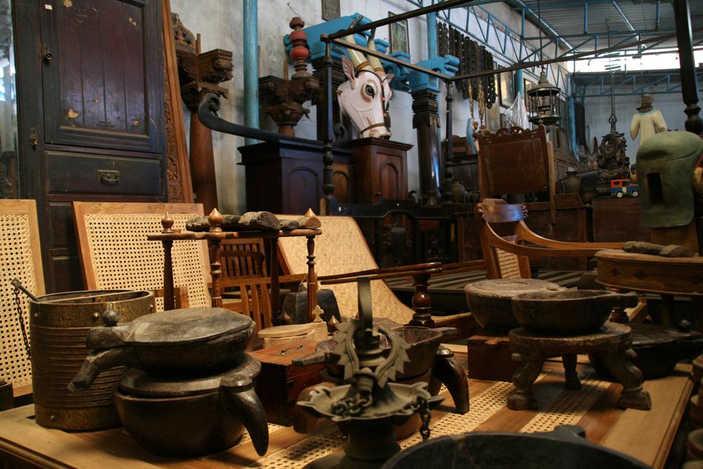 Tienda-de-muebles-coloniales-y-antiguedades