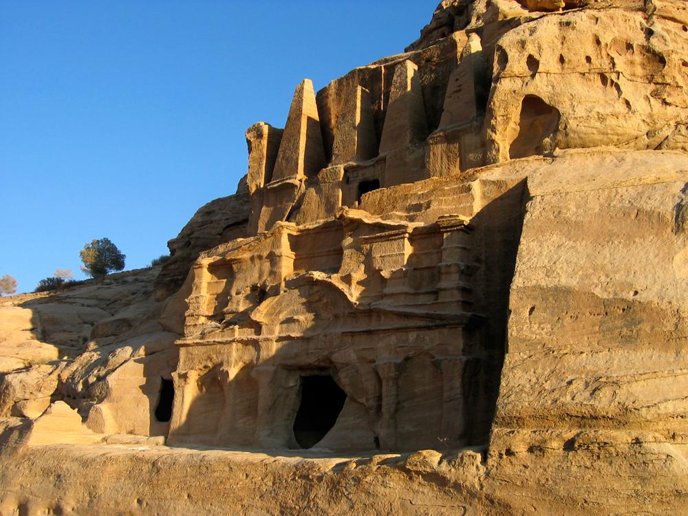 Triclinium-o-Tumba-del-Obelisco
