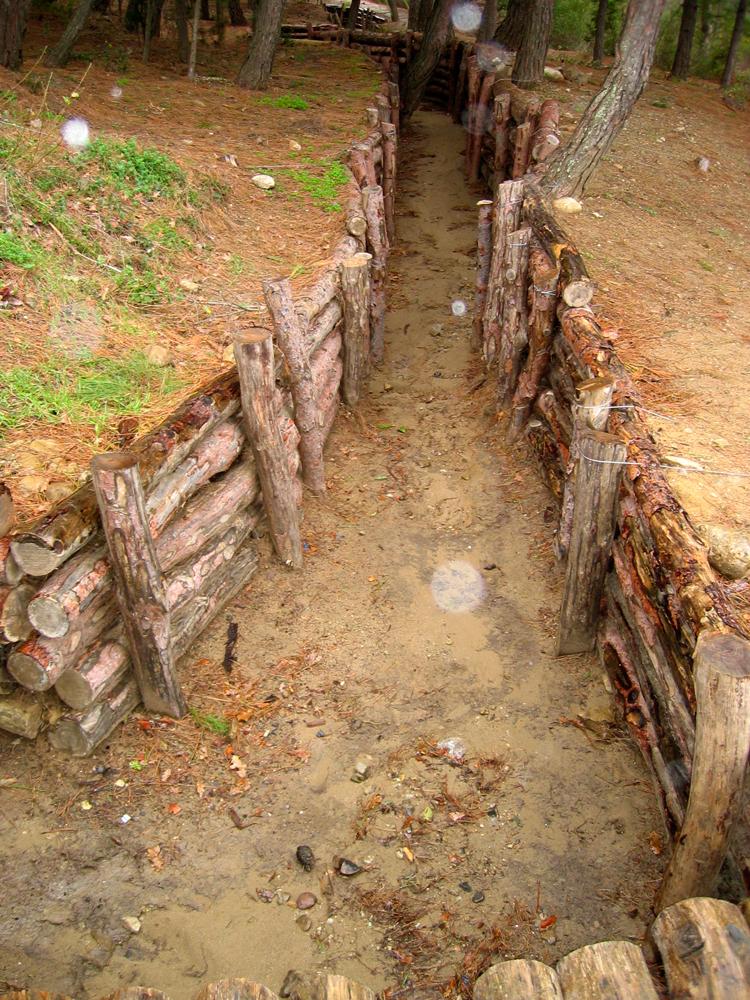 Trincheras-de-la-batalla en la colina de Conkbayiri