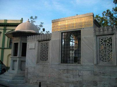 Tumba-de-Sinan-junto-a-la-Suleimaniye-Camii