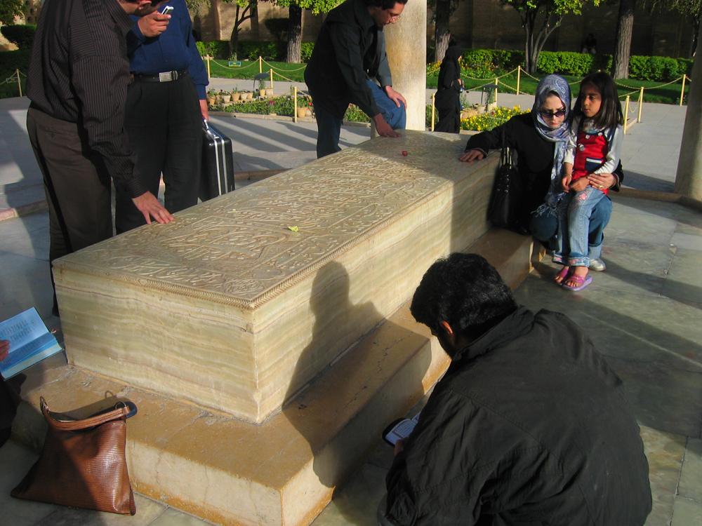 Tumba-del-Poeta-Hafez