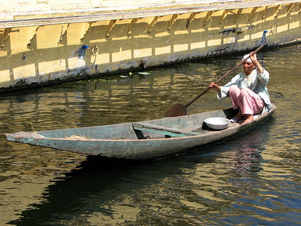 Una-barca-por-los-canales