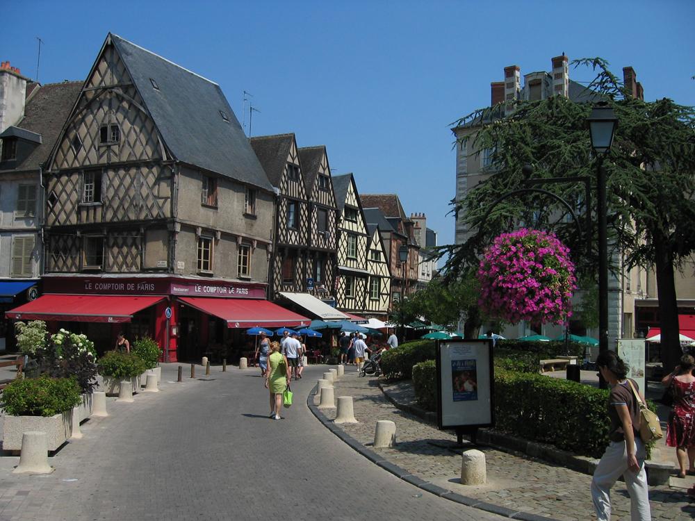 Una-calle-de-Bourges