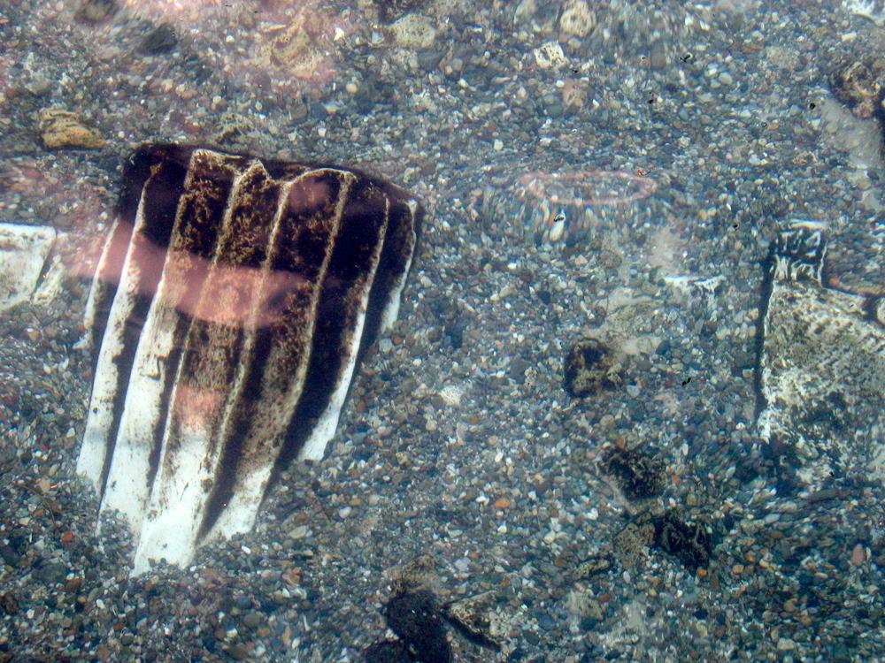 Una-columna-hundida-en-el-agua