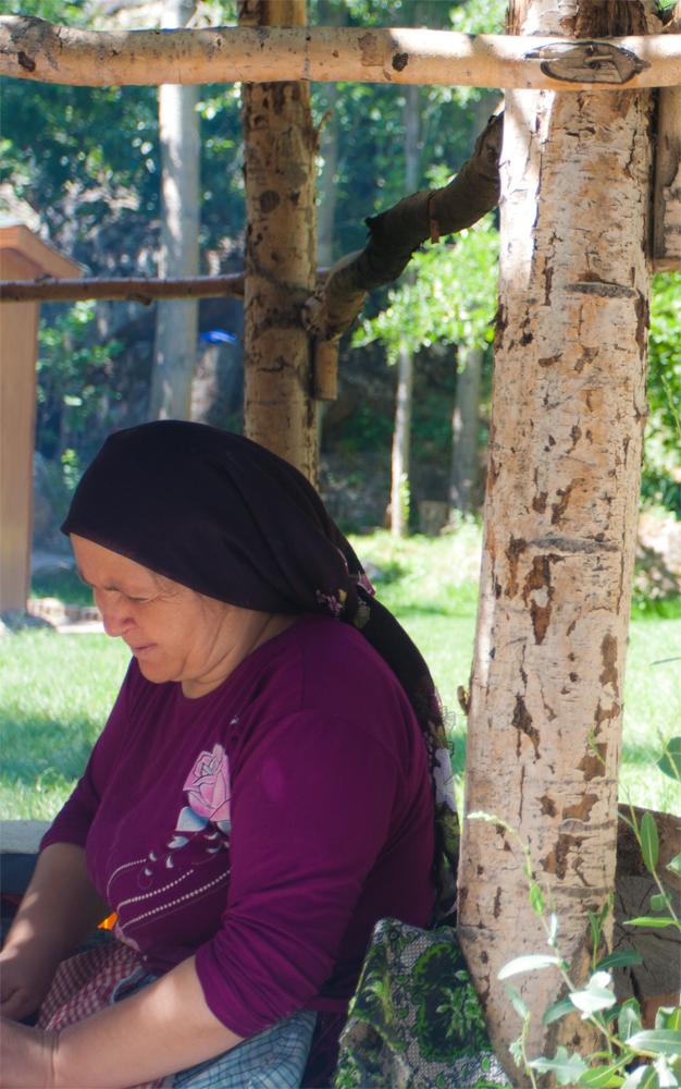 Una-mujer-en-el-Valle-de-Ihlara