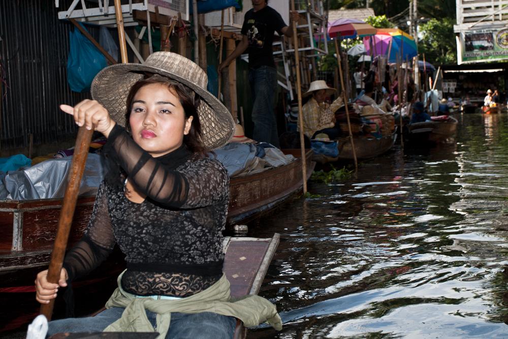 Vendedora-en-el-mercado-flotante
