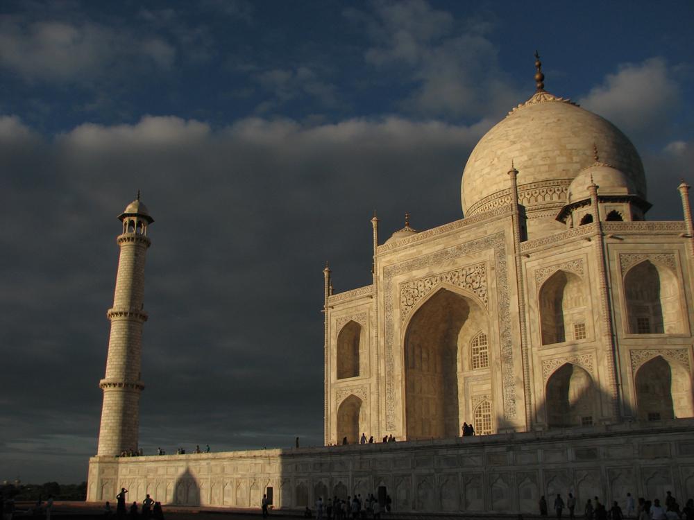 Vista-lateral-del-Taj-Mahal