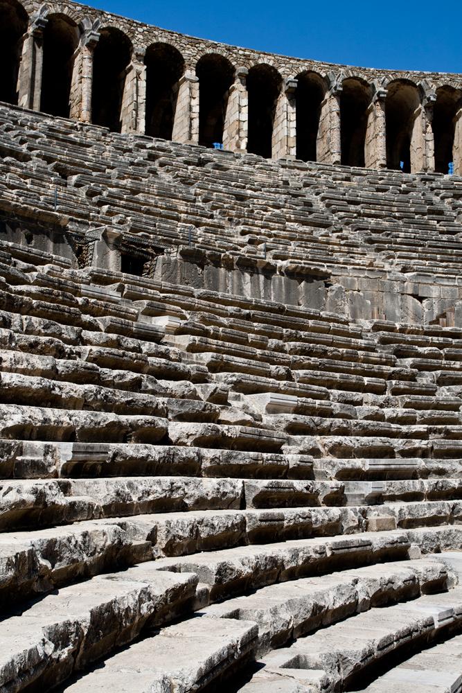 Gradas-del-teatro-romano-de-Aspendos