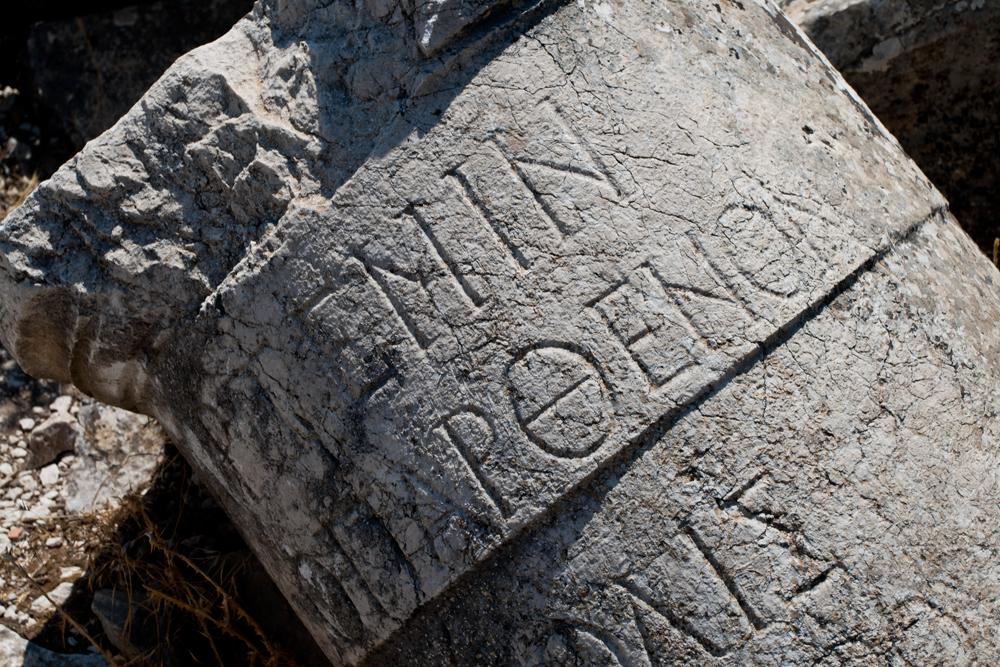 Inscripción-en-columna-en-Termessos
