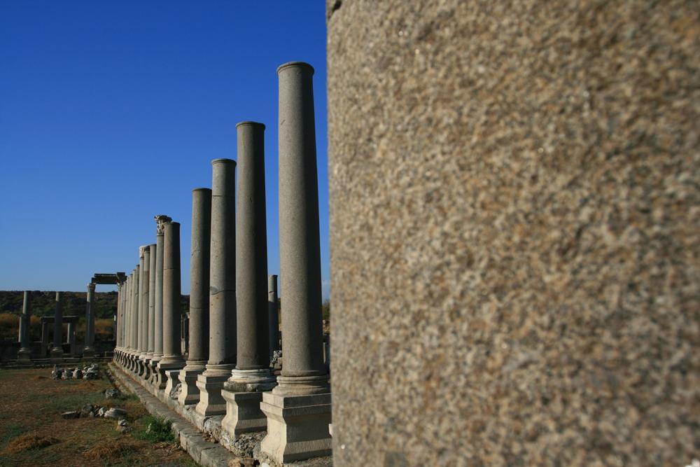 Restos-de-columnas-en-Perge-II