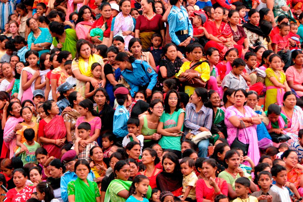 Aglomeración-de-personas-en-Katmandu-Nepal