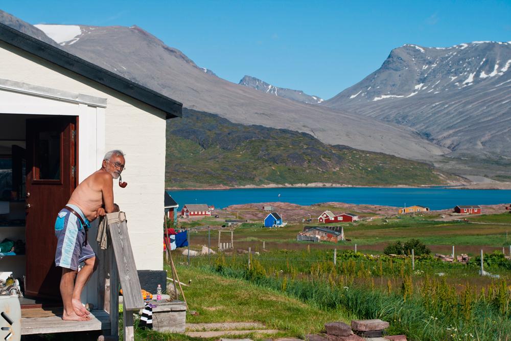 Anciano-con-pipa-en-Groenlandia