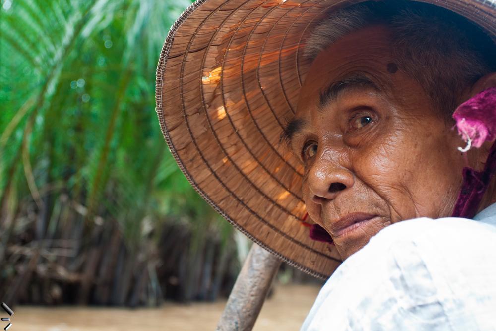 Barquero-en-el-delta-del-Mekong-en-Vietnam