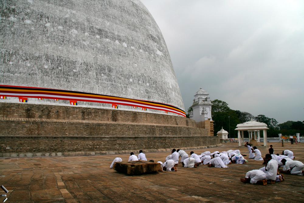 Ciudad-santa-de-Anuradhapura-en-Sri-Lanka