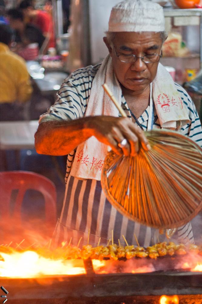 Cocinando-Satay-en-Malasia
