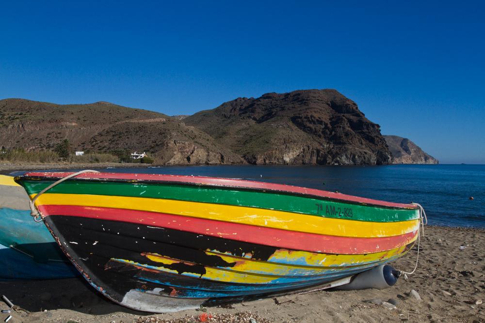 Colorida-barca-en-el-Almeria