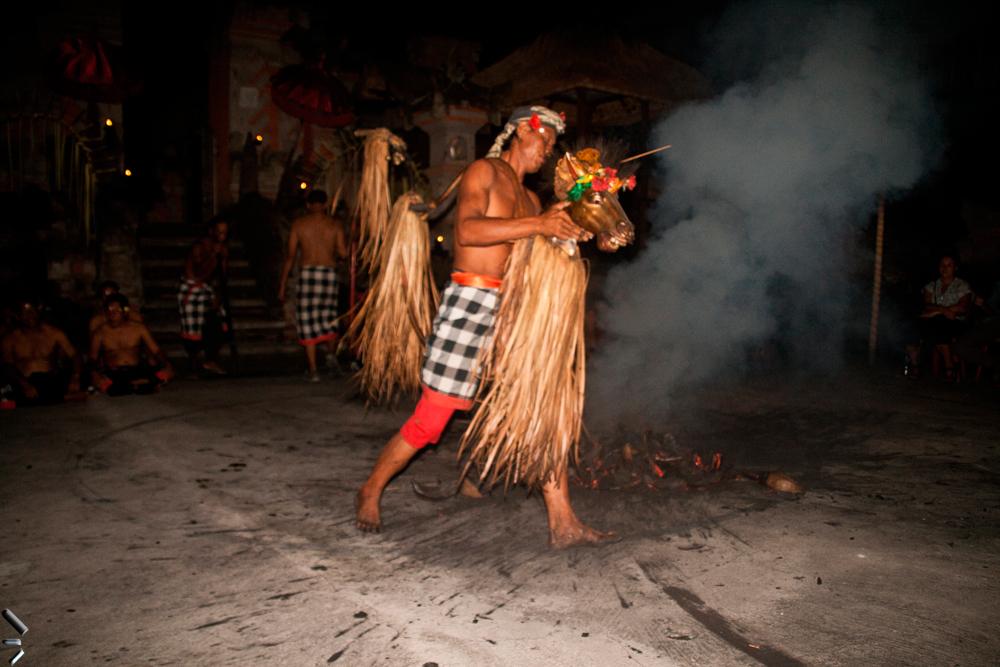 Danza-Sanghyang-Jaran-en-la-Isla-de-Bali