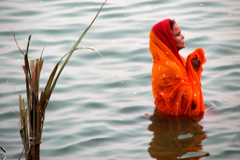 Devoción-en-el-Ganges-en-Varanasi