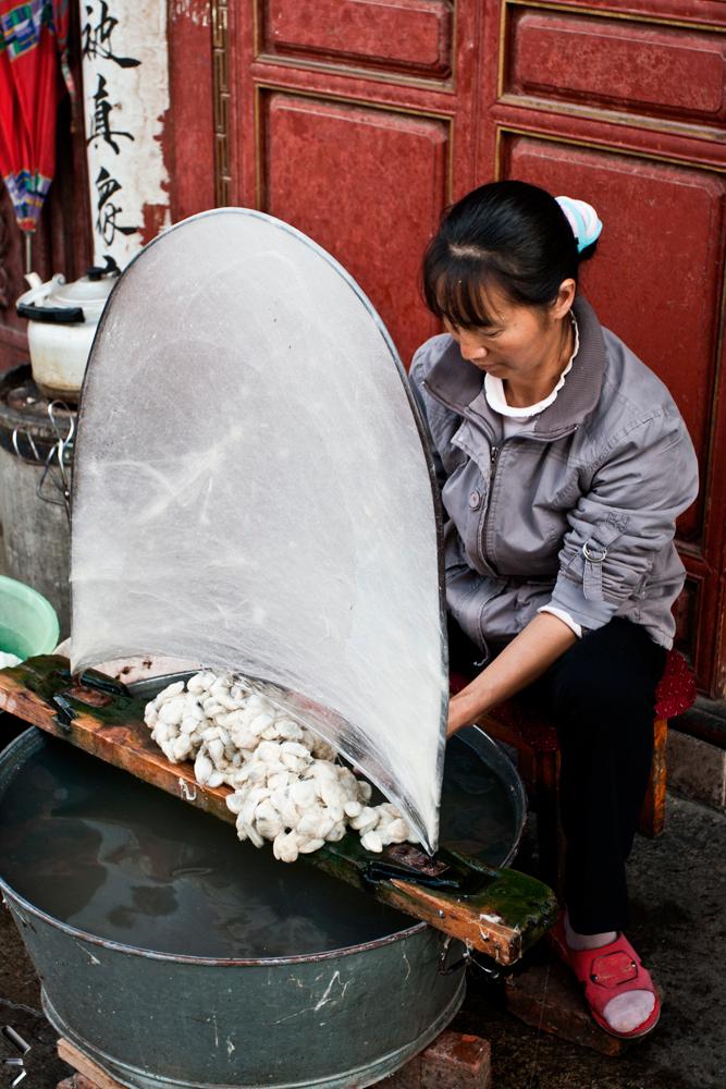 Hilando-seda-en-China