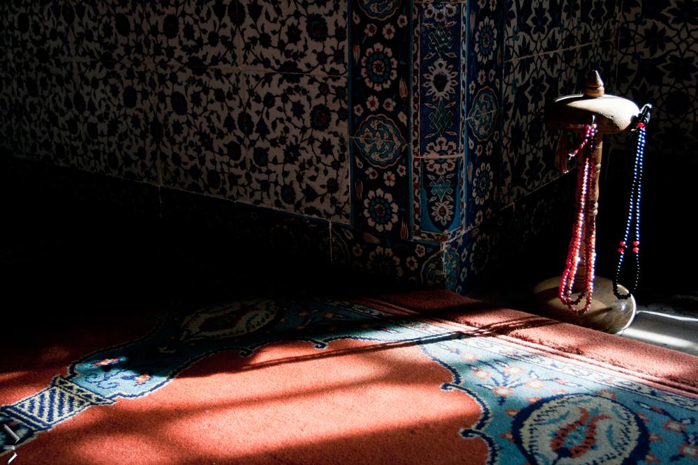 Interior-de-mezquita-Rüstem-Pasa-Estambul