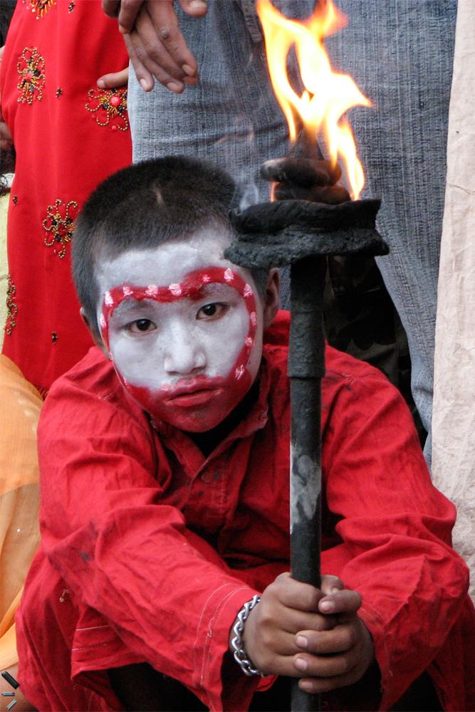 Joven-devoto-en-Indra-Jatra-de-Katmandu-Nepal