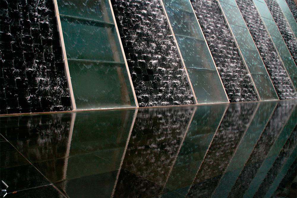 Juegos-de-agua-en-un-edifcio-de-Kuala-Lumpur