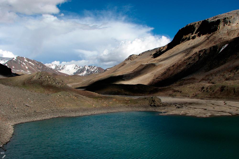Lago-a-5000-metros-en-Ladakh-en-el-norte-de-India