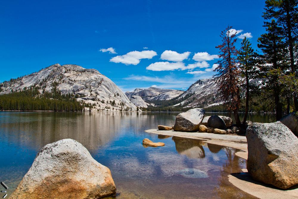 Lago-del-parque-nacional-de-Yosemite-en-California