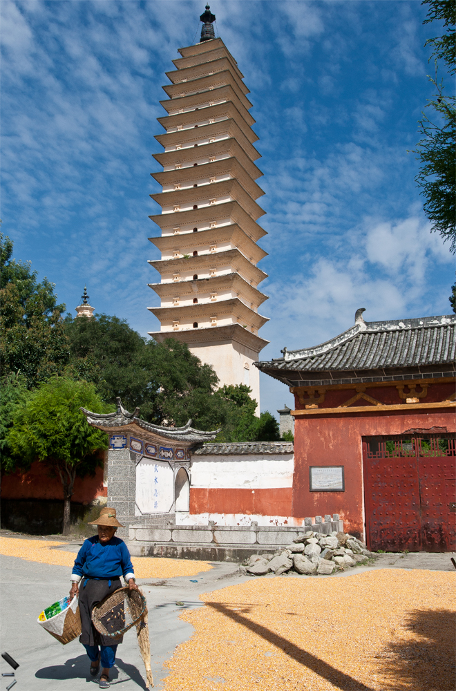 Las-tres-pagodas-de-Dali-en-China
