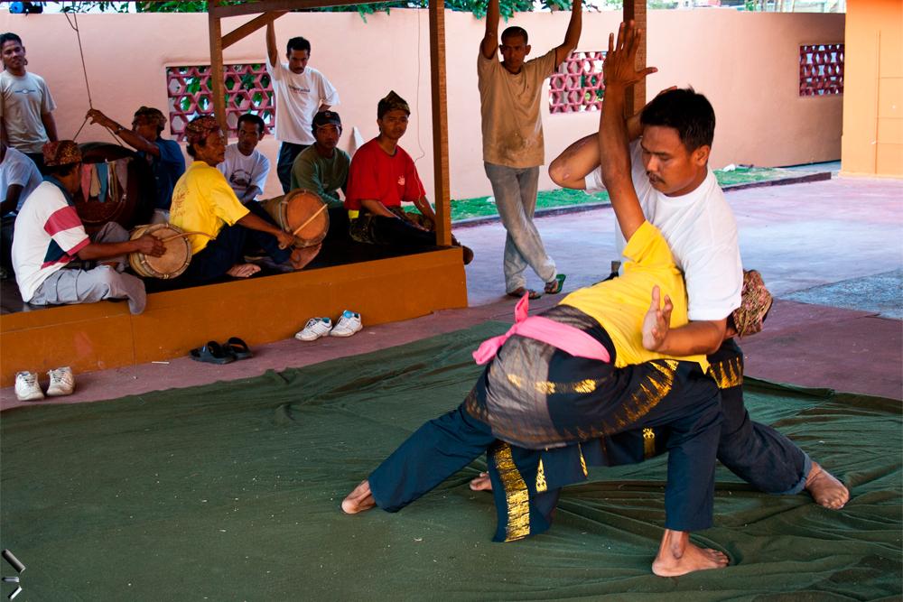 Luchadores-de-Silat-en-Kota-Bahru-Malasia