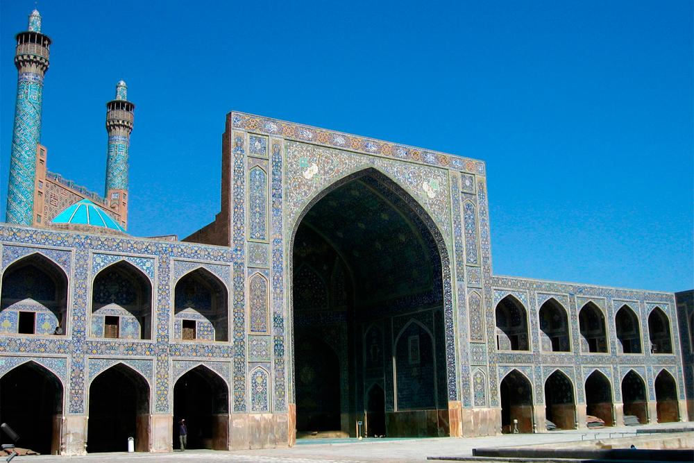 Meidan-Eman-de-Isfahan-en-Irán-(Patio-de-la-mezquita-del-Imam)