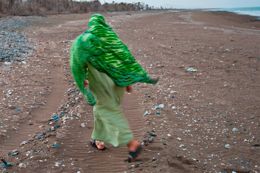Mujer-en-la-playa