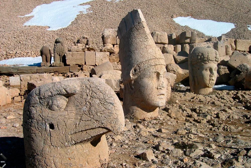 Nemrut-Dagi-(Las-montañas-de-los-dioses)-en-Turquía