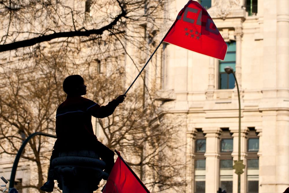 Niño-con-bandera-en-una-manifestación-de-Madrid