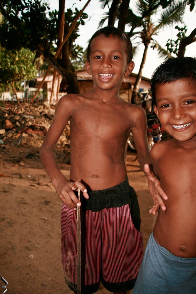 Niños-de-Ambalagonda-en-Sri-Lanka