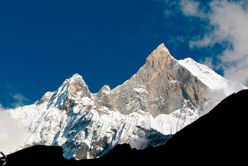 Pico-Machapuchare-de-Himalaya-en-Nepal